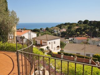 CM419 - Lovely house with sea views