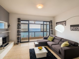 4050. BEAUTIFUL 3BR FLAT ON SPINOLA BAY - LOVELY SEA VIEWS