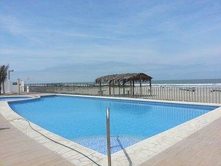 Playas Ecuador - Hermosa Casa Vacacional al pie del mar