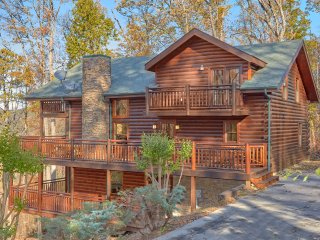 Gorgeous cabin nested in the woods, great views, sleeps 18, hot tub, pool table