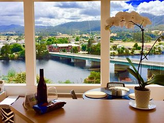Linda House Huonville, Executive Accom, 30 mins south of Hobart, River Views