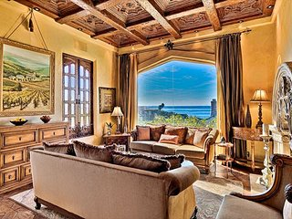 25% OFF AUG - Tuscan Villa, Ocean View, Jacuzzi, Walk to Beach & Town