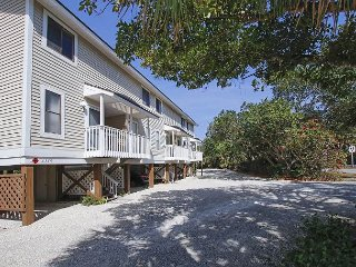 Lake Front townhouse in the heart of Sanibel