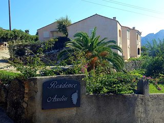 SCI ASSULIU, mini-villa vue sur mer et montagne .