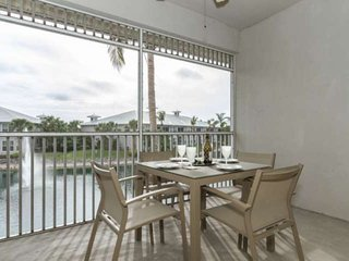 Upscale Greenlinks/Lely condo-Free Golf w/cart rental. Amazing views!Resort amen