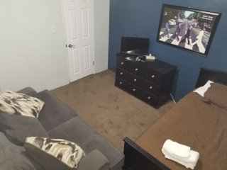 (B) Private room, very quiet, peaceful and affordable
