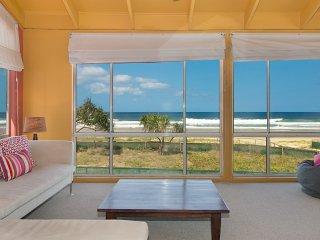 The Esplanade - Beachfront Palm Beach