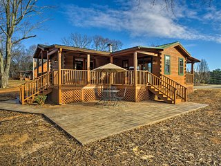 NEW! Renovated 2BR Landrum Log Cabin w/ Mtn Views!