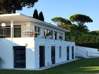 171439 new built villa,heated pool 15 x 5 mtr. airconditioning, beach 150 mtr.