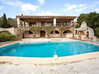 33823 villa 4 bedrooms, partly airco, heated pool, sea at 50 meter, beach at 400