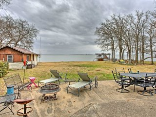 NEW! Cozy 2BR Trinidad Cabin On Cedar Creek Lake!