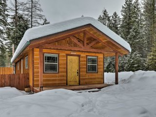NEW! 2BR Hungry Horse Cabin - Mins to Glacier NP!