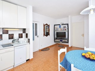 2 bedroom Apartment in Hvar, Splitsko-Dalmatinska Županija, Croatia : ref 55361