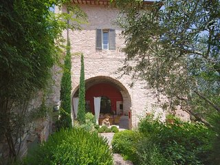 Spello Villa Sleeps 6 with Pool Air Con and WiFi - 5218221