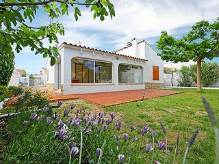 3 bedroom Villa with Walk to Beach & Shops - 5043784