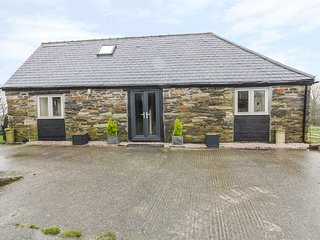SPINNERS COTTAGE, open-plan, countryside views, working farm, Ref 975319