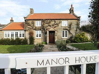 MANOR HOUSE, in North York Moors National Park, Sleights less than 1 mile, expos