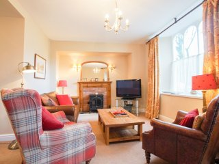 OLD BAKERS COTTAGE, all ground floor, en-suites, WIFI, centre of Grasmere, Ref 9