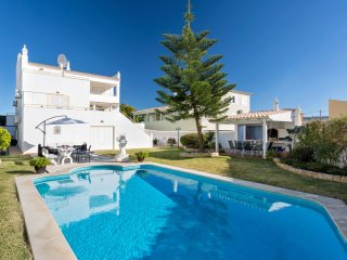 3 bedroom Villa in Armação de Pêra, Faro, Portugal : ref 5551629