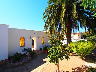 2 bedroom Villa with Air Con and Walk to Beach & Shops - 5699087