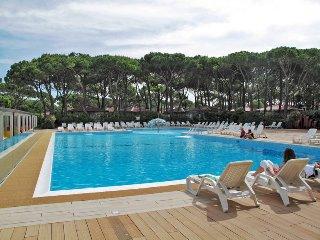 2 bedroom Apartment in Lido di Jesolo, Veneto, Italy : ref 5434465