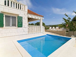 1 bedroom Villa in Pucisca, Splitsko-Dalmatinska Zupanija, Croatia : ref 5082727