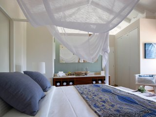 Near to Beach! Luxurious villa w/ heated private pool and captivating sea views