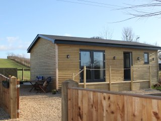 GREENWAYS LOG CABIN, WIFI, open plan, countryside views, Ref. 954443