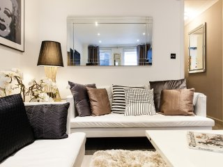 ARTISTA! AWARD WINNING TOWNHOUSE*TERRACE*QUIET*CAR PARK