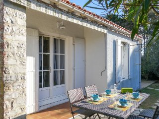 2 bedroom Villa in Saint-Palais-sur-Mer, Nouvelle-Aquitaine, France : ref 548704