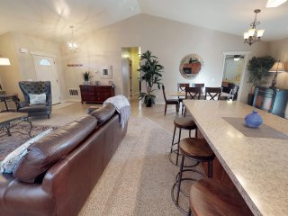 Luxury in the Red Rocks With Pool and Hot Tub, Sleeps 10