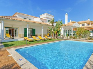 4 bedroom Villa in Galé, Faro, Portugal : ref 5334368