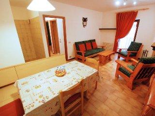 Massimeno Apartment Sleeps 5 with WiFi - 5697020