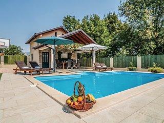 4 bedroom Villa in Pula, Splitsko-Dalmatinska Zupanija, Croatia : ref 5562097