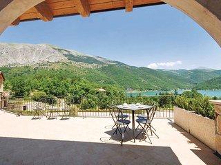 2 bedroom Villa in Frattura, Abruzzo, Italy : ref 5536602