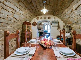 4 bedroom Villa in Castelvecchio Pascoli, Tuscany, Italy : ref 5555901
