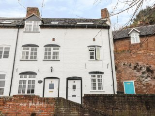 three bedrooms, pet friendly, over three floors, in Bridgnorth, Ref. 924342