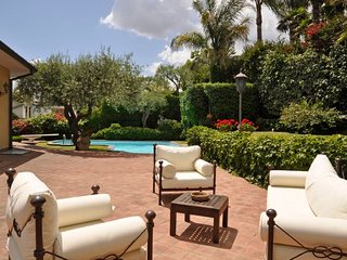 Aci Castello Villa Sleeps 6 with Pool Air Con and WiFi - 5218446