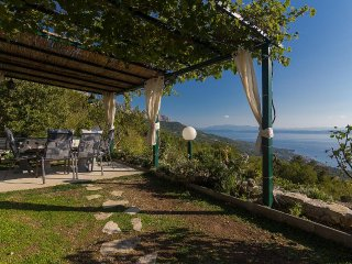 Tucepi Holiday Home Sleeps 6 with Air Con and WiFi - 5466771