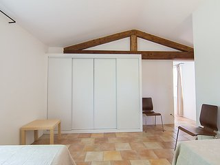 Bonnieux Holiday Home Sleeps 4 with Pool and Free WiFi - 5699592