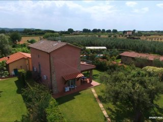 Poderecampialmare. house'LECCIO' 6 pax-loggiato - private garden-POOL - carpark