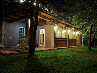 Rustico Toscano in campagna/mare 6 pax con loggiato - grande giardino - PISCINA