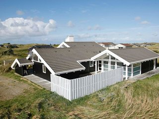 Renden Holiday Home Sleeps 11 with Pool and WiFi - 5042584