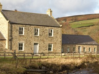 THE OLD MINERS HALL, detached, hot tub, woodburner, en-suites, in Rookhope, Ref