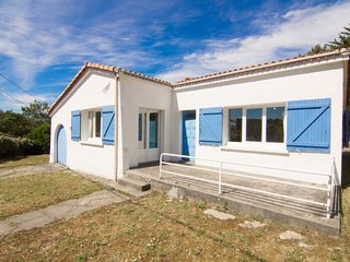 2 bedroom Villa in Lacanau, Nouvelle-Aquitaine, France : ref 5046896