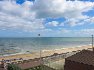 1 bedroom Apartment in Cabourg, Normandy, France : ref 5036311