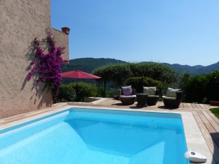 Les Volets Blancs - 3 bedroom house with amazing forest and village views