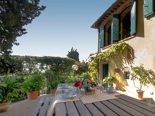 4 bedroom Villa in Fiesole, Tuscany, Italy : ref 5394167