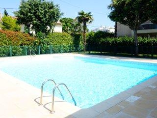 2 bedroom Apartment in Juan-les-Pins, Provence-Alpes-Côte d'Azur, France : ref 5