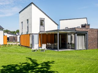 Schans Holiday Home Sleeps 6 with Pool and WiFi - 5472645